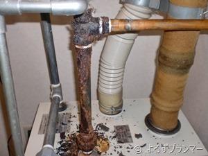 腐食した配管 1